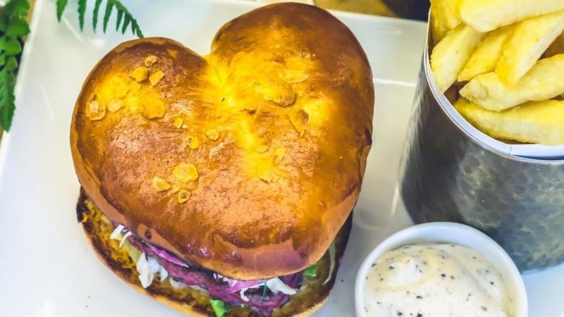Un burger en forme de cœur de chez Be Burger