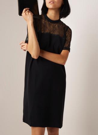 De little black dress