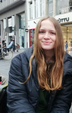 Laura (15)