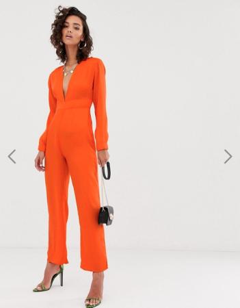 Oranje jumpsuit met diepe V-hals