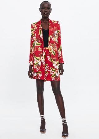 Rode short suit met bloemen
