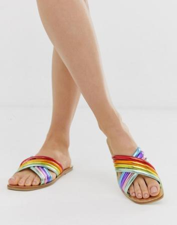 Sandalen met kleurrijke bandjes in metallic