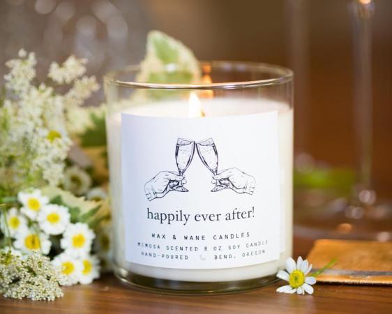 Geurkaars met opschrift 'Happily ever after!'