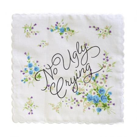 Zakdoek met opschrift 'No ugly crying'