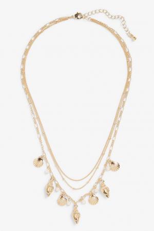 Driedubbele halsketting met schelpen en nepparels