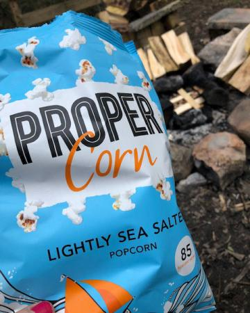 Cheat meal 5: popcorn bij het kampvuur