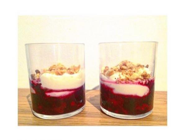7. Panna cotta met rode vruchten en volkoren koekjes