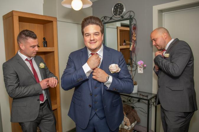 De bruidegom met z'n groomsmen