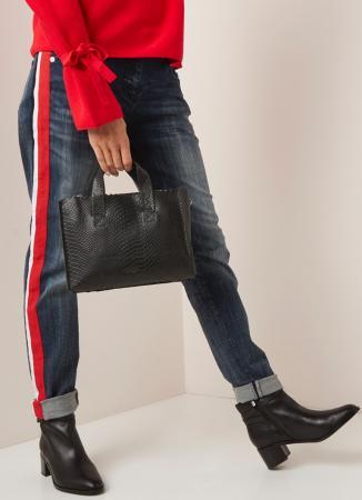 De zwarte handtas