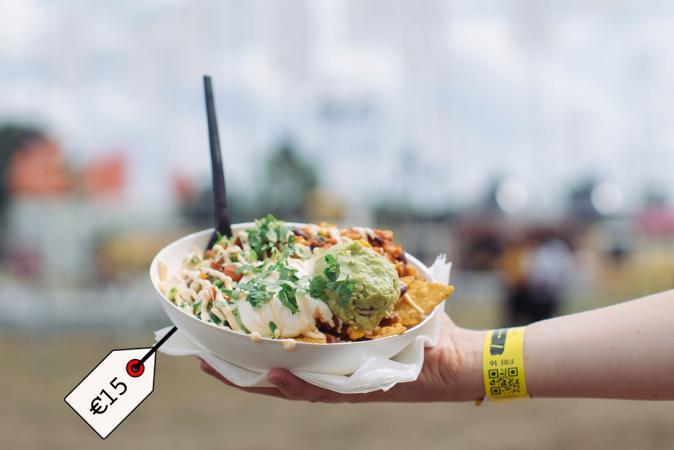 Nacho's met mexican chicken, zure room en guacamole – Willy Nacho