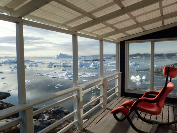 In een kamer met zicht op de ijsrotsen – Ilulissat, Groenland