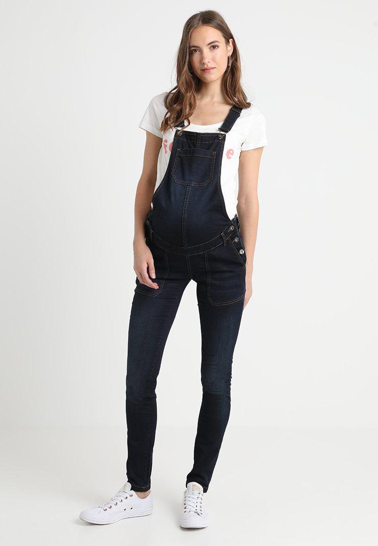En jean foncé