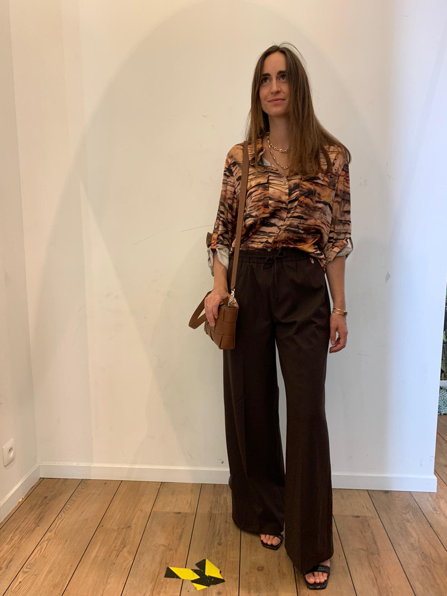 Une blouse à imprimé animal + un pantalon large