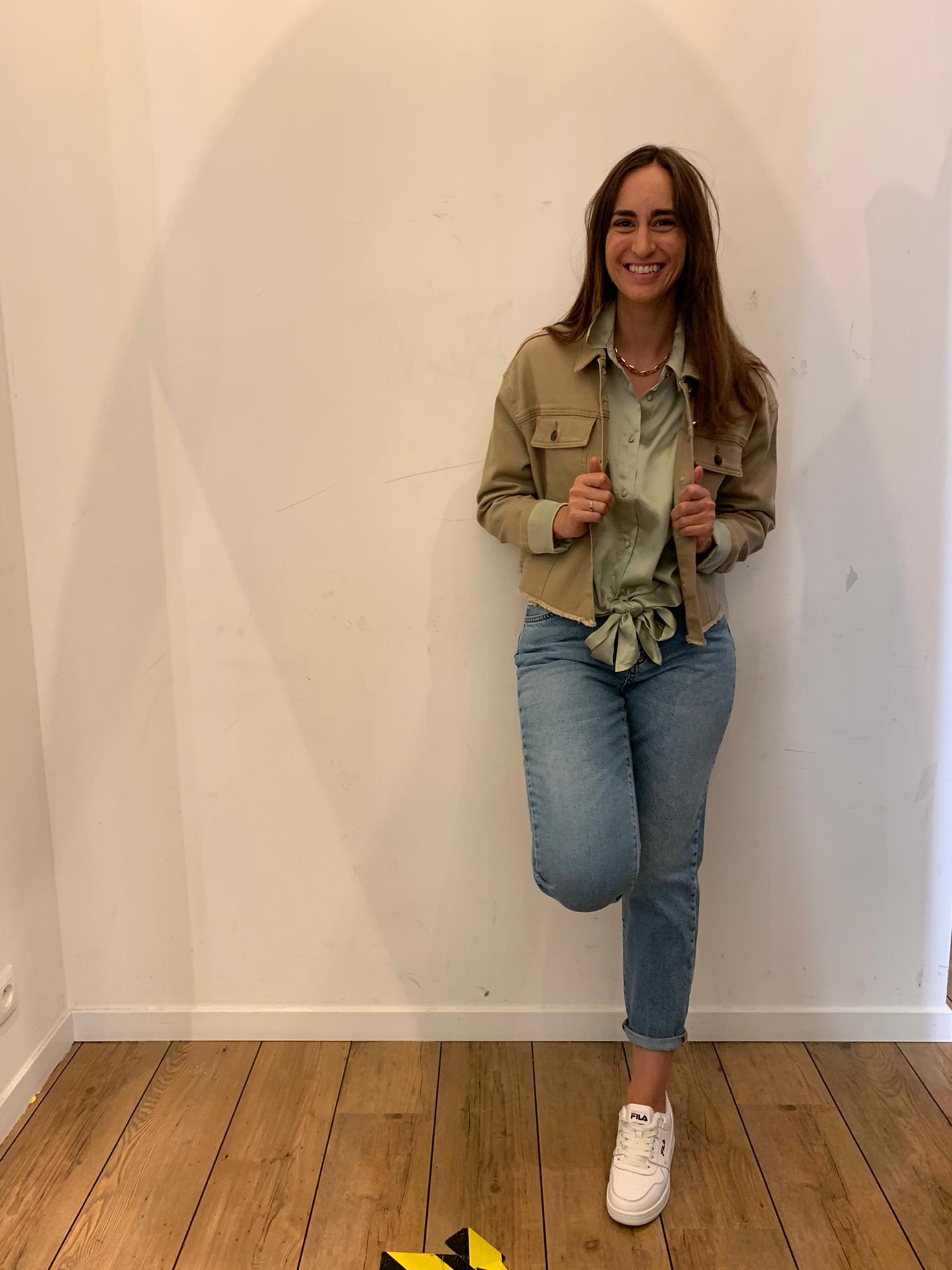 Un jeans + une blouse + une veste en jean
