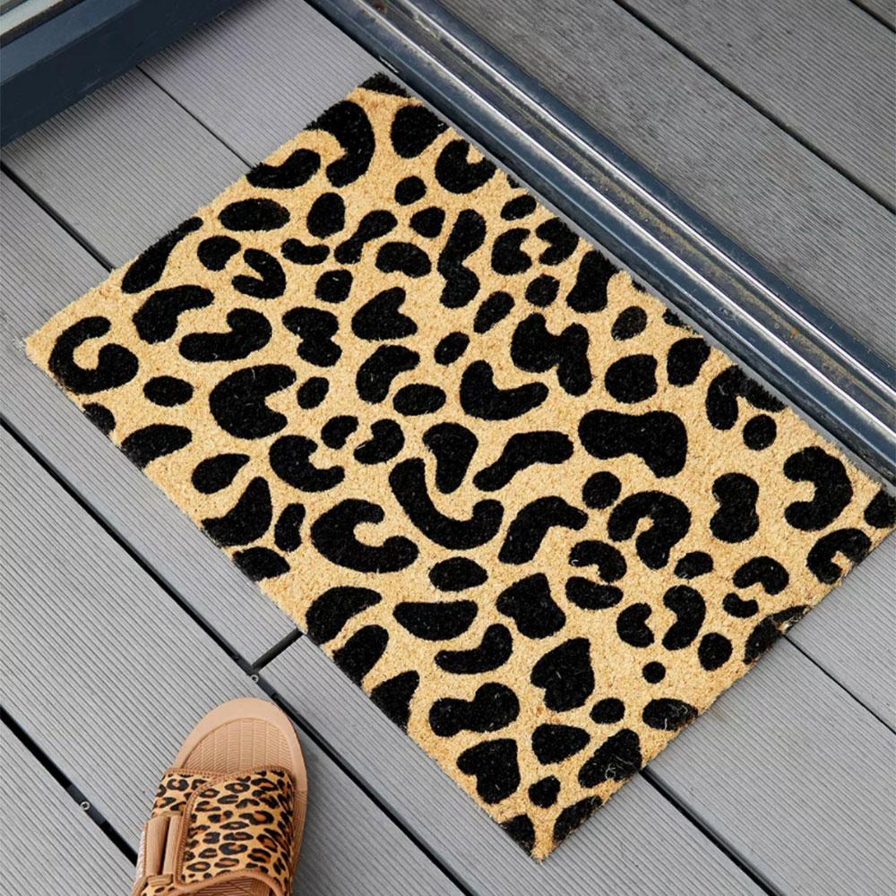 Tapis avec imprimé léopard