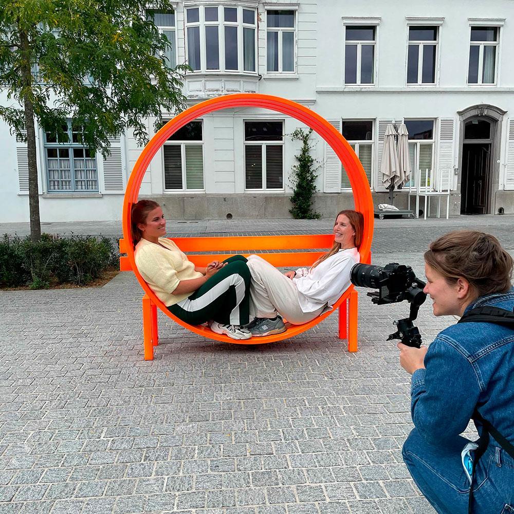 Redactrices Robine, Marie en Chloë (niet op de foto) en videografe Lissa zochten (en belangrijker: vonden!) de allerleukste adresjes in Kortrijk.
