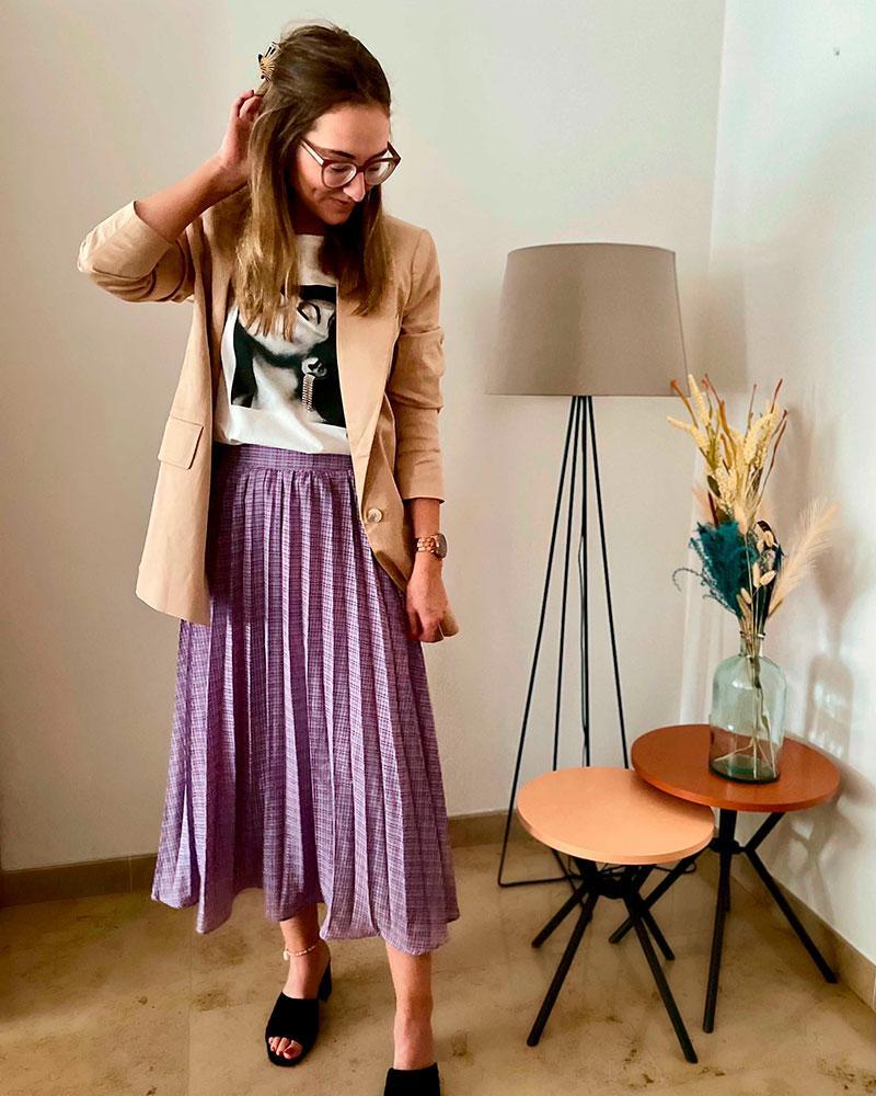 Plissé is prachtig, dat bewijst moderedactrice Chloë in deze geweldige rok.