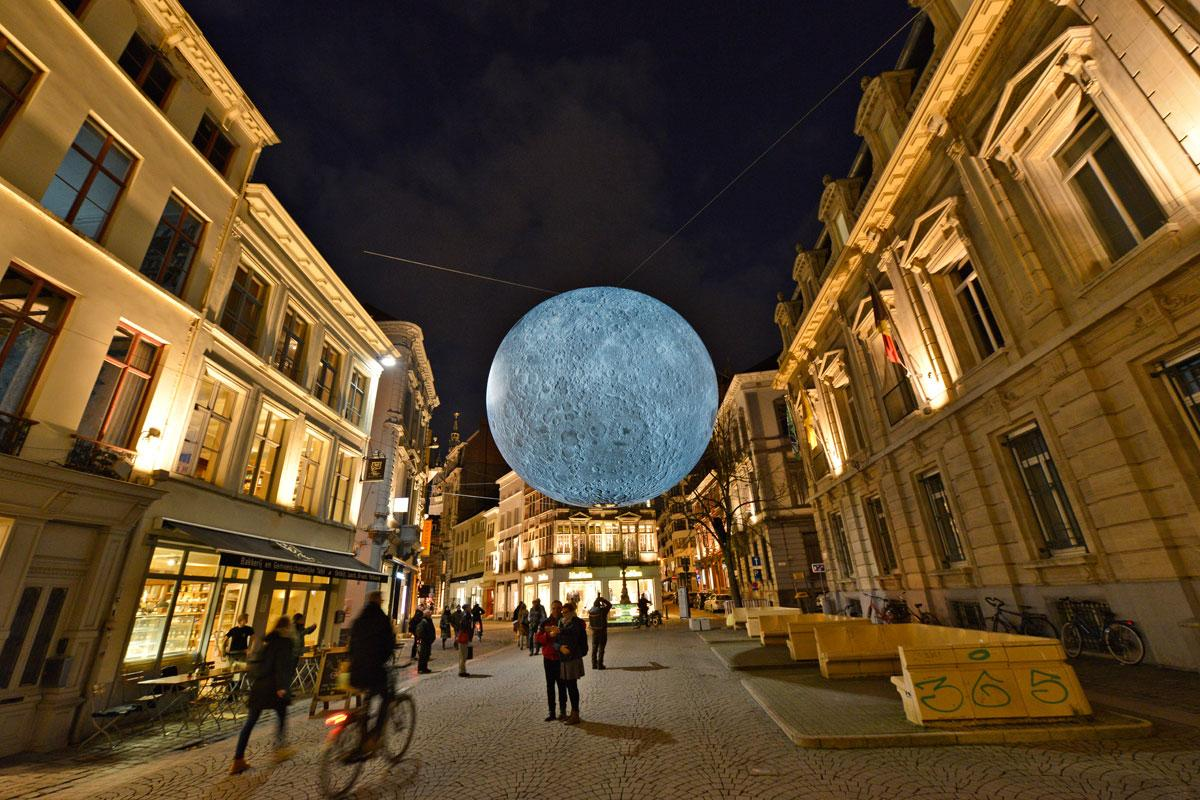 2018: Museum of the moon, Luke Jerram (Royaume-Uni)