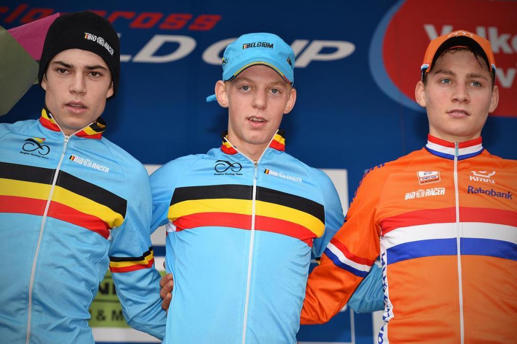 Michael Vanthourenhout toonde zich als belofte geregeld de sterkste voor Wout van Aert en Mathieu van der Poel, zoals hier op de Cauberg in Valkenburg in 2013. (foto Belga)© BELGA