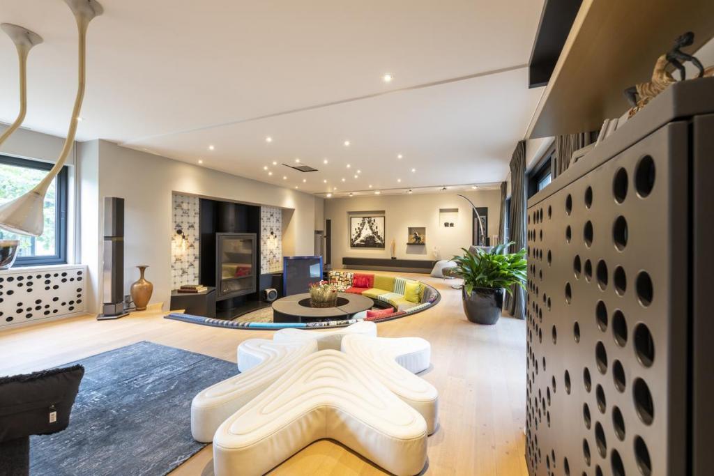 De loungeruimte geeft gasten de kans elkaar op een ongedwongen manier te ontmoeten.
