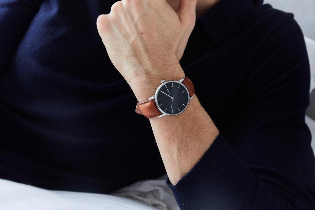Stijlvol no-nonsense horloge (195 euro), van het Belgische label Artuur.