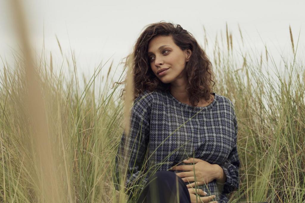 'Made in Belgium'-outfit voor mama's in spe, bestaande uit een trui (129 euro) en een broek (139 euro), van Fragile, het 'zwangere zusje' van Nathalie Vleeschouwer.