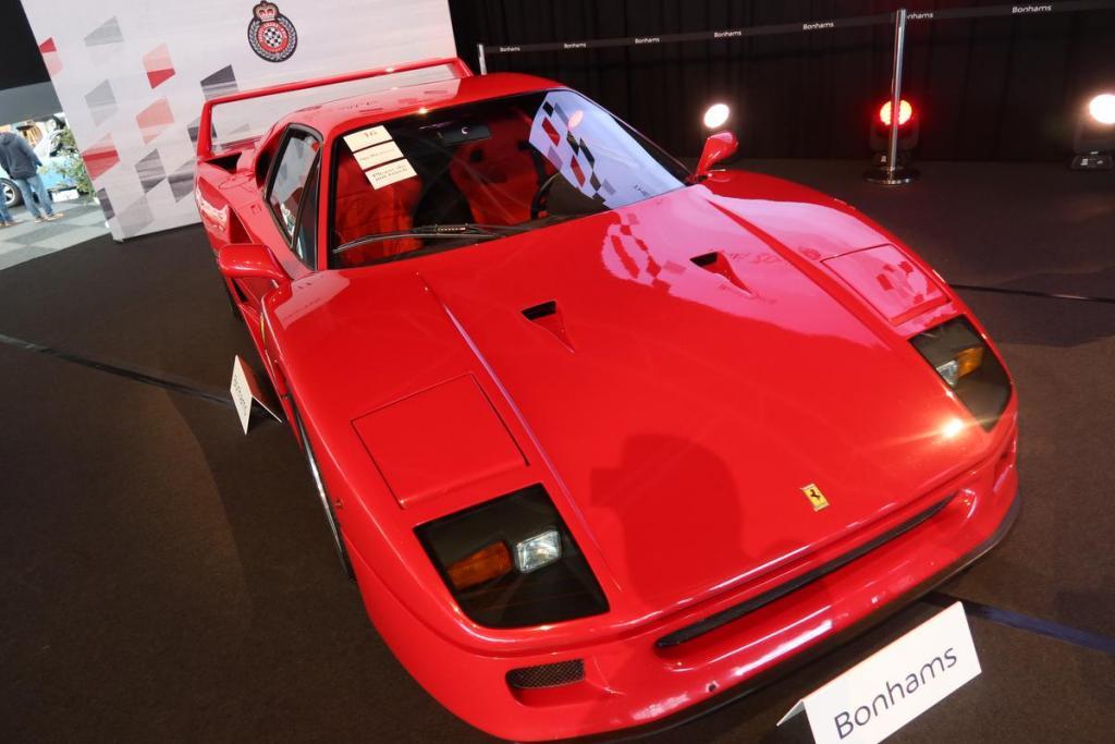 Deze Ferrari F40 gaat voor niet minder dan één miljoen euro onder de hamer.