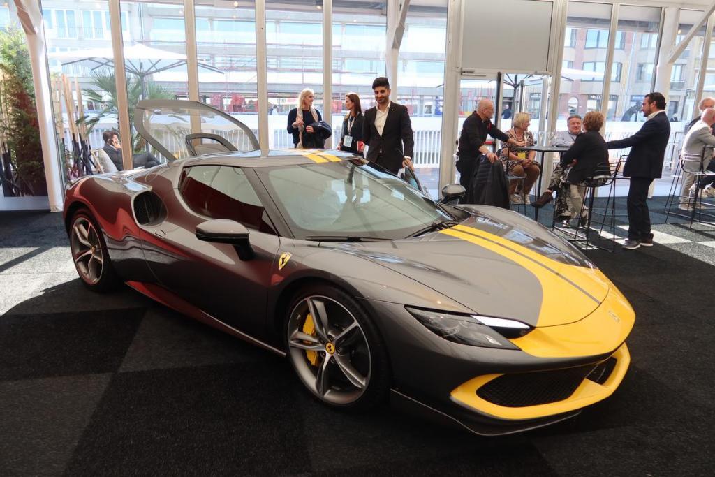 Deze Ferrari is een hybride versie, maar wel met 1.000 paarden onder de motorkap.