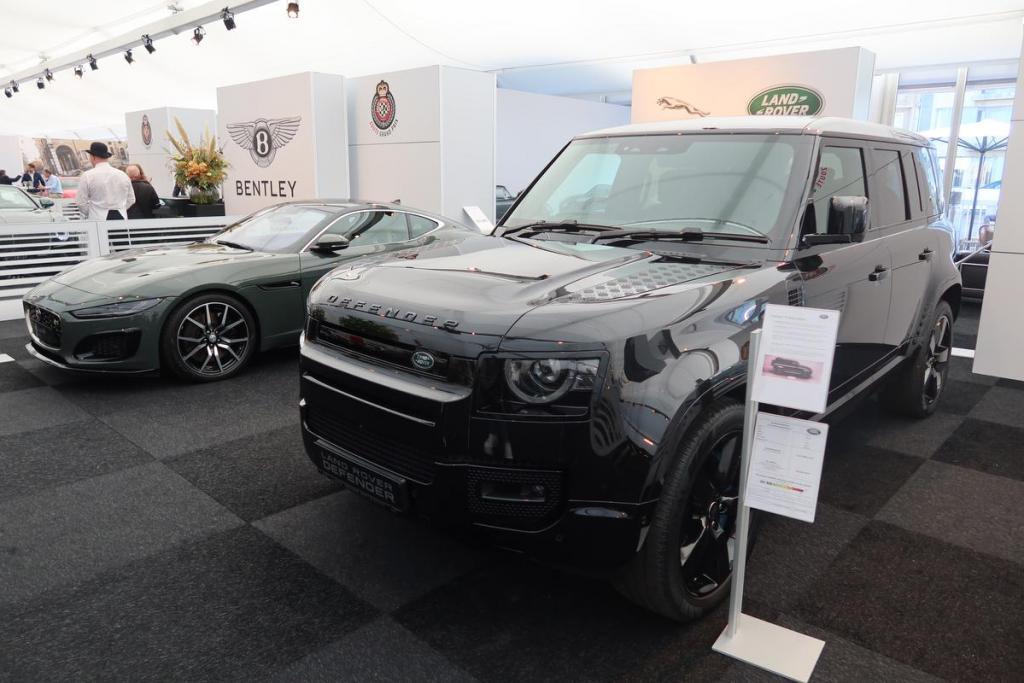 Van deze Land Rover, die te zien is in de nieuwe James Bond-film, zijn er slechts 300 gemaakt.