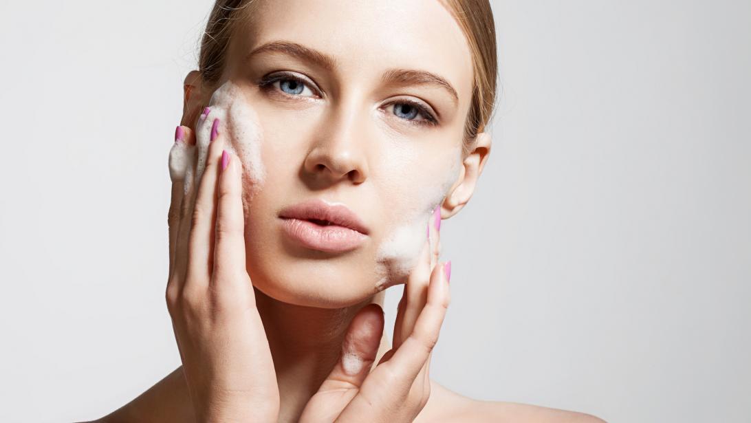 À quelle fréquence devez-vous nettoyer votre visage  - Gael.be 276cca0cfba
