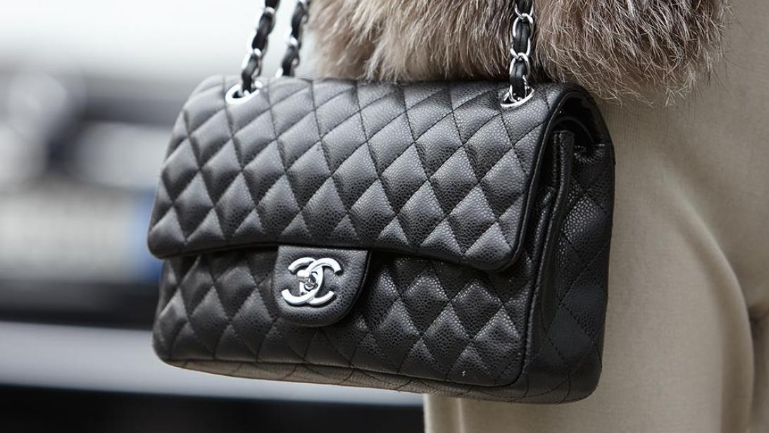 dessin de mode plus grand choix de sur des coups de pieds de Investir dans un sac Chanel? C'est moins cher dans cette ...