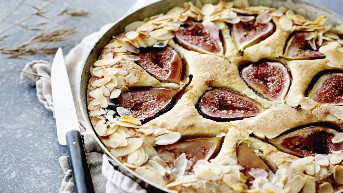 Heerlijk bakken op zondag: vijgen-amandeltaart met Griekse yoghurt
