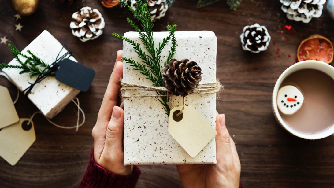 8 idées cadeaux à offrir aux personnes qu on connaît à peine - Gael.be fca8d41df1a