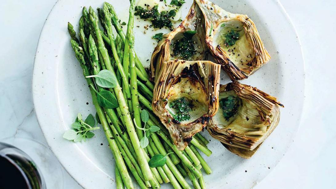 Italiaans bijgerecht: gegrilde groenten met salsa salmoriglo