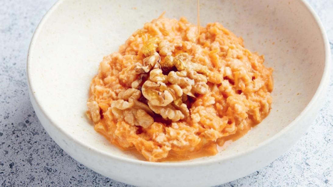Gezond ontbijt: carrot cake havermoutpap