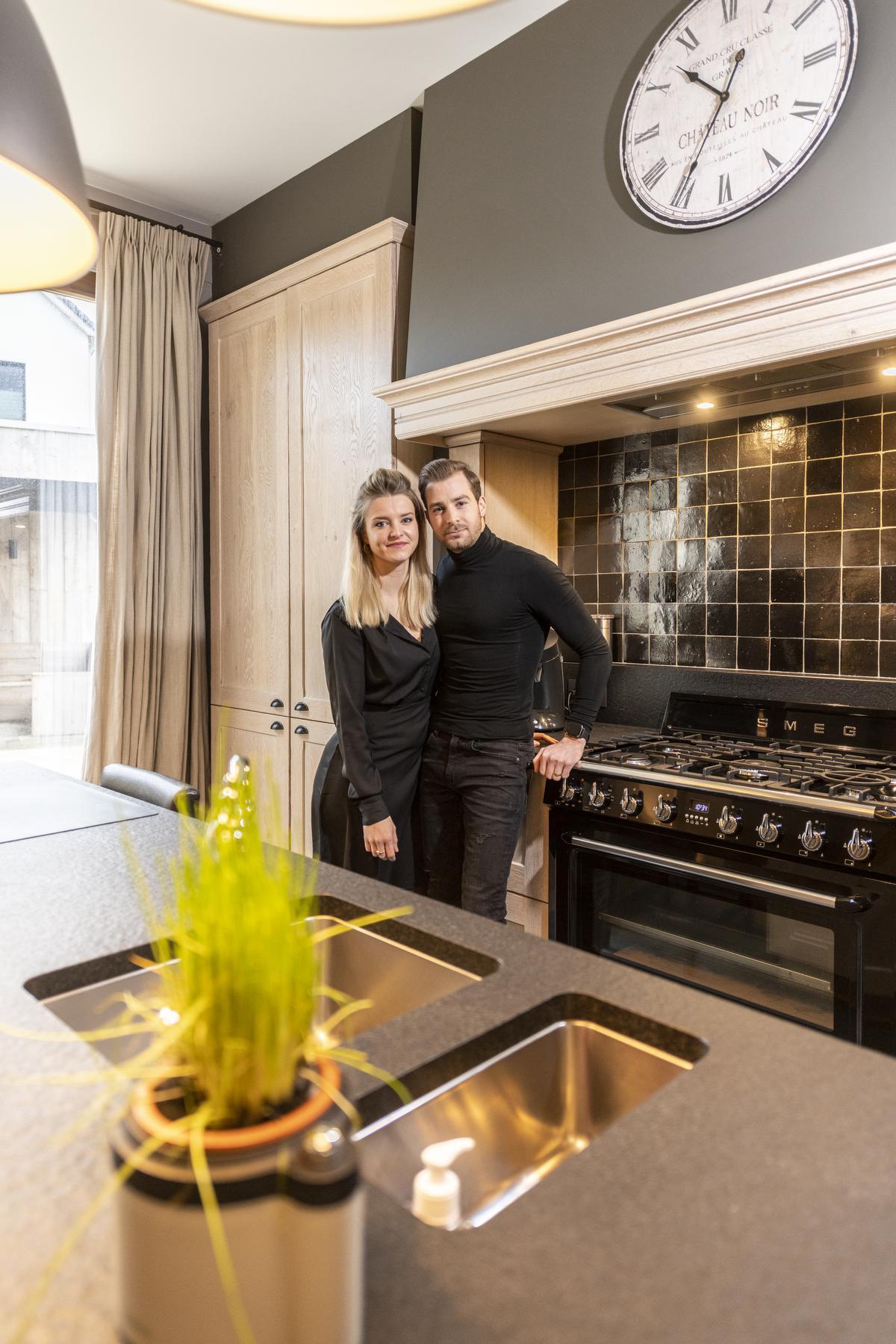 Tahnee en Arne gingen voor een modern interieur, dat qua stijl het midden houdt tussen landelijk en industrieel.© Pieter Clicteur