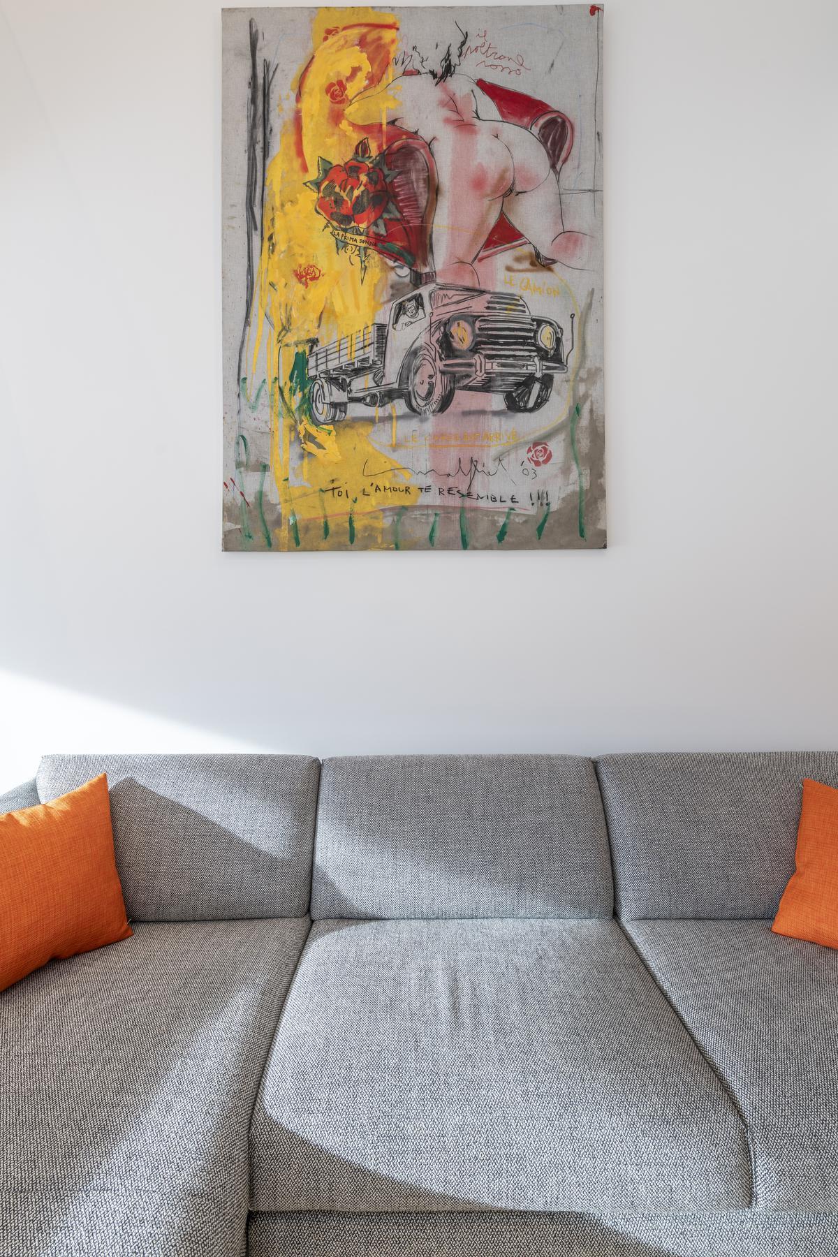 Kunst in bruikleen aan de muur in de woonkamer.©Pieter Clicteur