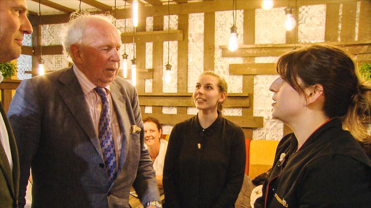 Lippens was ook te zien in het derde seizoen van Mijn Pop-uprestaurant in 2016, waarbij hij ging proeven in het restaurant Strombowli.© VTM