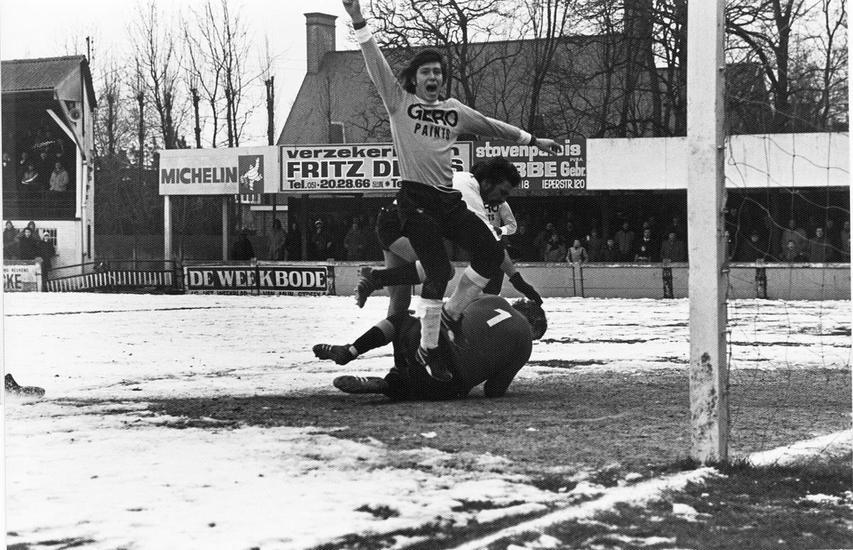 Ook op dit wintertapijt wist Marc Nonkel voor SK Roeselare te scoren.