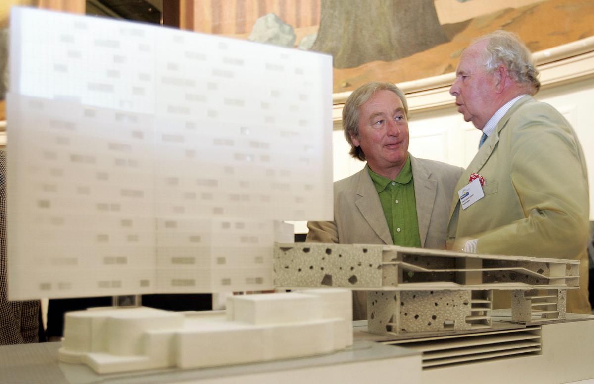 In 2005, samen met de Amerikaanse architect Steven Holl tijdens de presenatie van het toekomstige casino.© BELGA