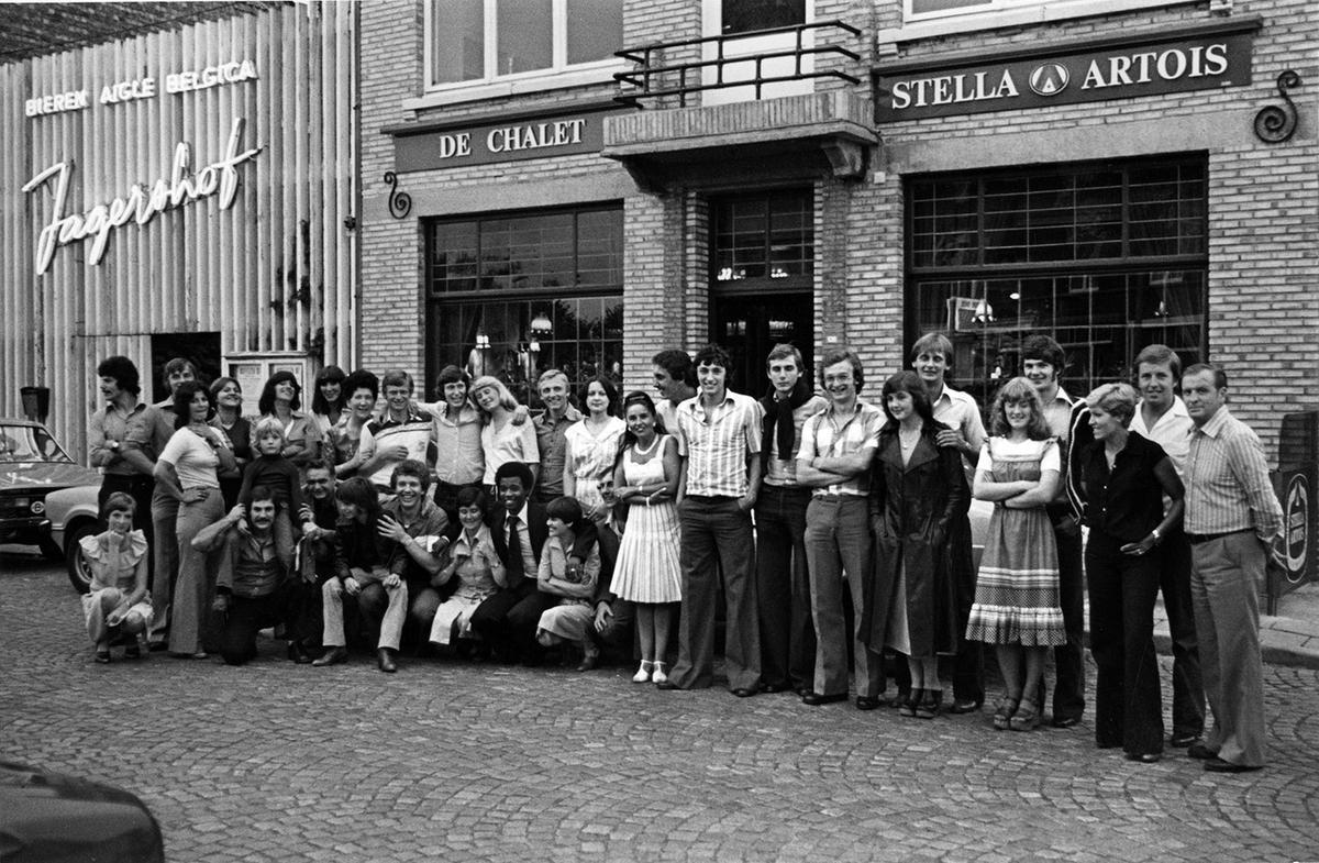 Het eerste jaar bij SK Roeselare speelde Marc Nonkel kampioen in bevordering met SK Roeselare. Henk Houwaart was toen trainer, maar runde ook het café De Chalet in Brugge. Je herkent Henk vooraan gehurkt, met achter hem Marc Nonkel.