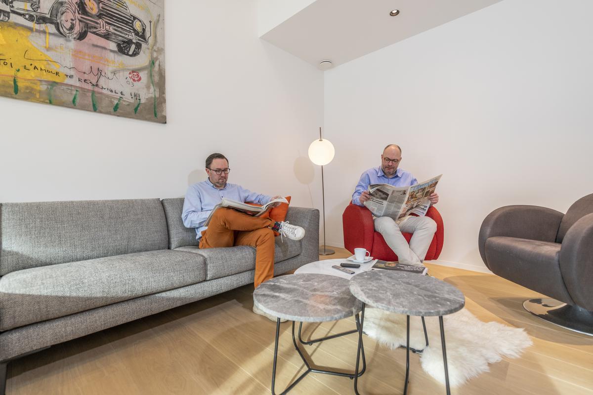Stefaan en Bart verzoenden licht en ruimte met een uitgesproken gevoel van geborgenheid in hun nieuwe woning in de Roeselaarse stadsrand.©Pieter Clicteur
