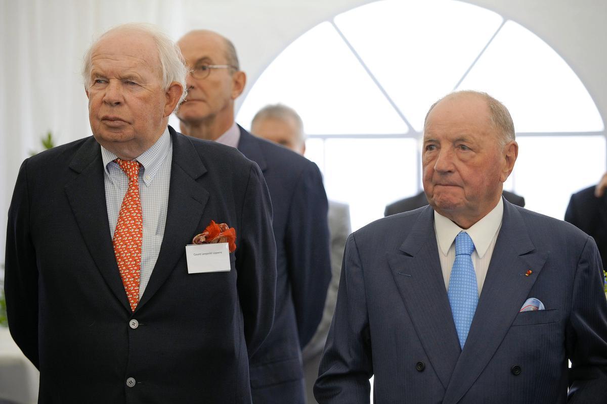 Samen met baron Albert Frere tijdens de inhuldiging van een nieuwe tankterminal van Sea-Invest in de haven van Antwerpen in 2010.© BELGA