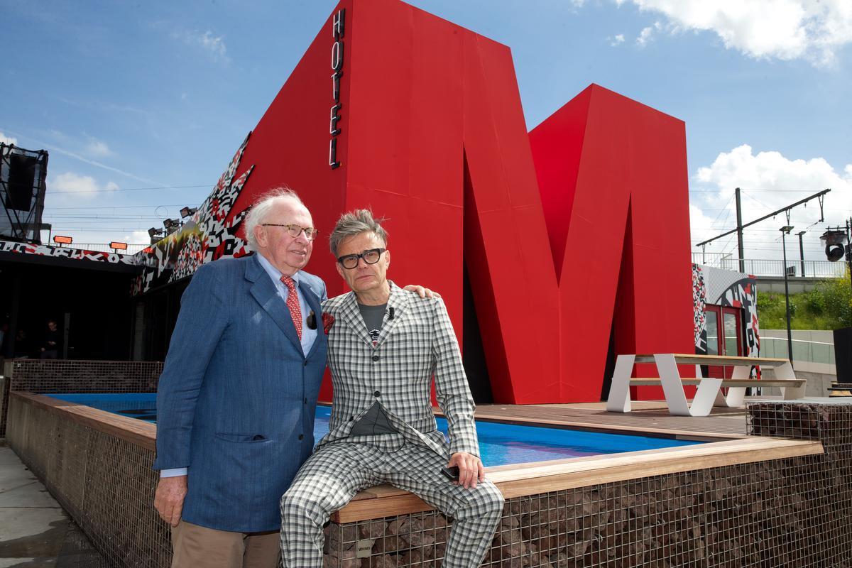 In 2014 met Marcel Vanthilt bij de voorstelling van 'Hotel M'.© BELGA