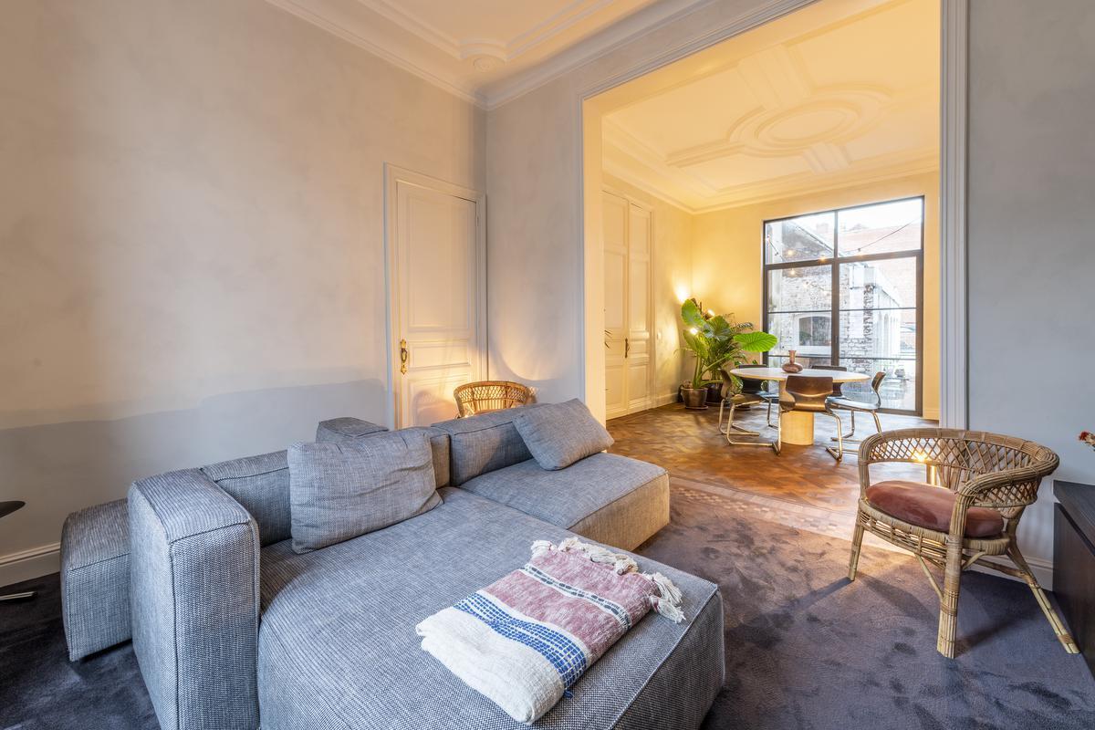 In de woonkamer werden de meubels zorgvuldig bij mekaar gezocht.© Pieter Clicteur