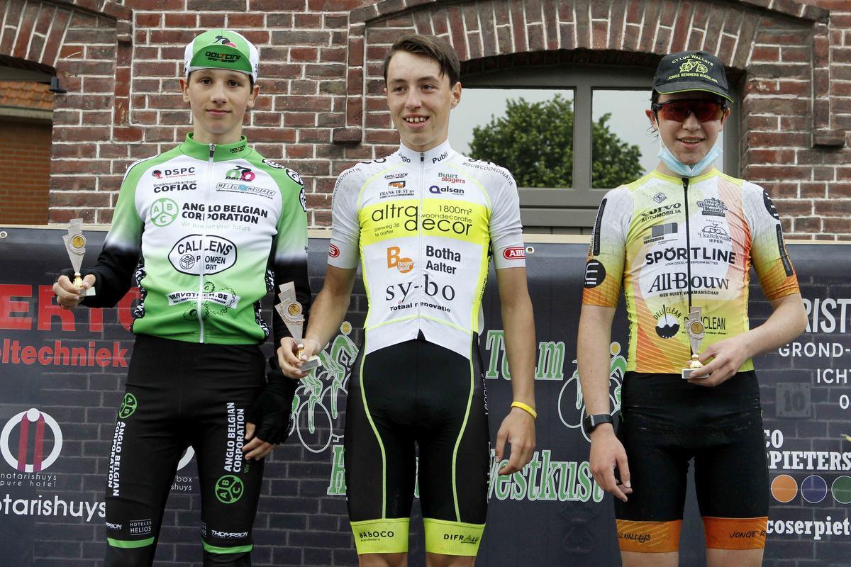 De U14 jongens: 1. Siebe Van Canneyt, 2. Mathis Bruynooghe, 3. Quentin Gore.© Foto Coghe