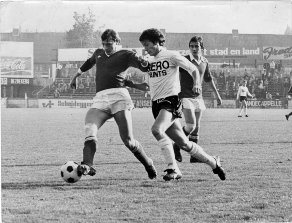 In de wedstrijd SK Roeselare-Zwevegem (21-1) probeert Marc Nonkel hier de verdediger te passeren.
