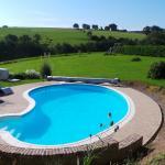 Un studio avec piscine