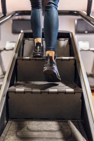 Escaliers dans salle de fitness