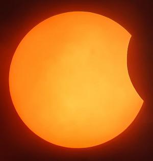 Zo zag de zonne-eclips eruit rond 11.45 uur door de telescoop.©Davy Coghe Davy Coghe
